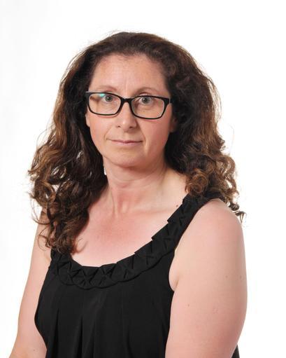 Mrs L Poulter - FS2 Teaching Assistant