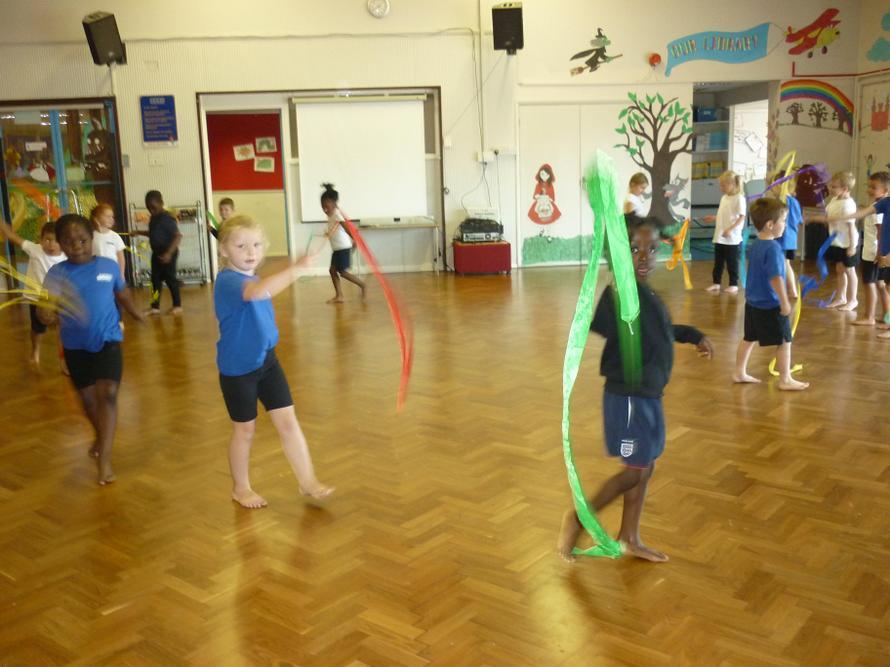 Creating big and small shapes using ribbons.