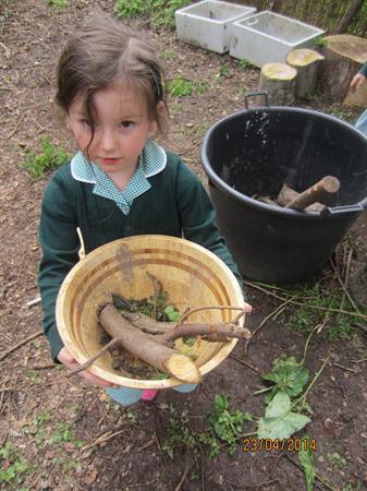 Mud Kitchen fun !