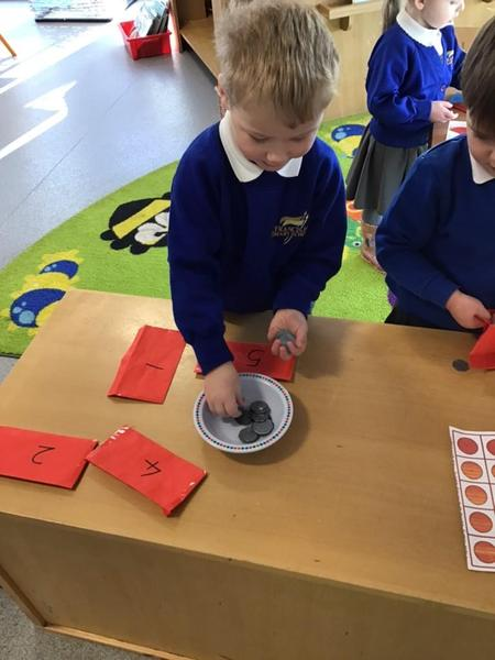 Counting with Chinese red money envelopes