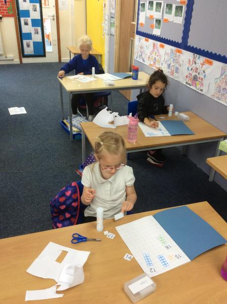 RLH Layni, Amy and Mollie are making teen numbers.JPG