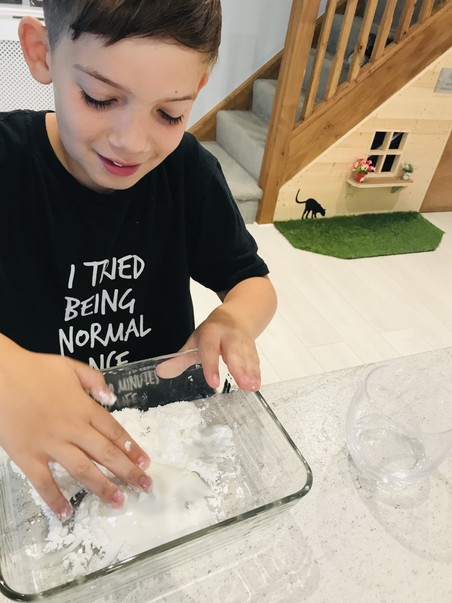 5SD Riley experimenting with conrflour slime!.png