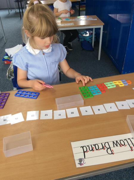 RMS Willow B ordering the numicon from 1 to 10.JPG