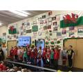 Derbyn & Blwyddyn yn canu (Reception & Yr 1 singing)