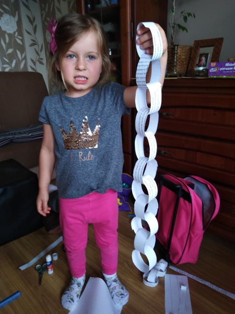 What a great paper chain Anika!