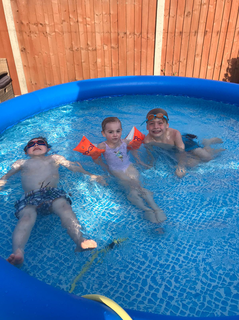 You are so lucky to have a paddling pool Scarlett!