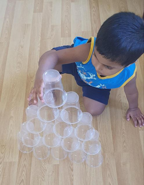 Riyon stacking cups