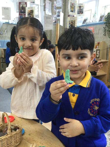 Show me Amirah how to make a mosque says Ahmed.