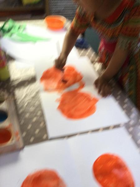 Amira paints 2 oranges