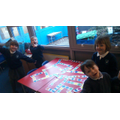 Jellyfish working together using 2D shape dominoes