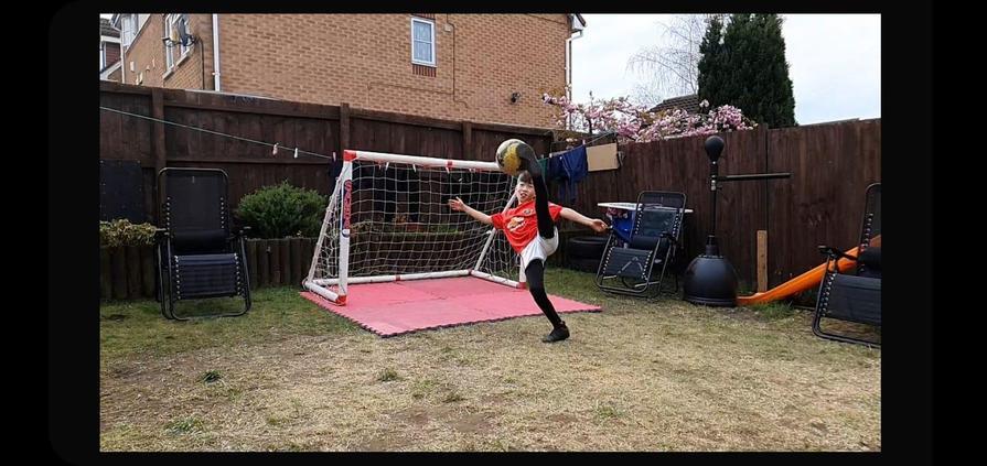 Avid scoring an overhead kick