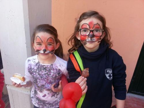 Children eating rosquetes and torrijas...