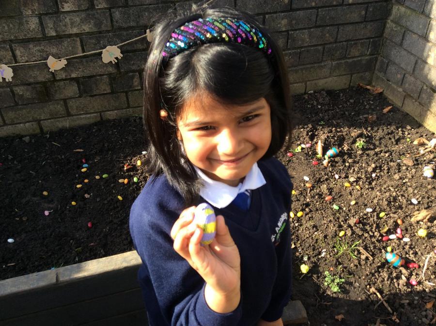 Hafsa finding an egg.