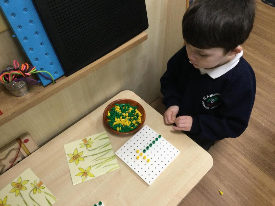 River used the pegs to make a daffodil like the picture.