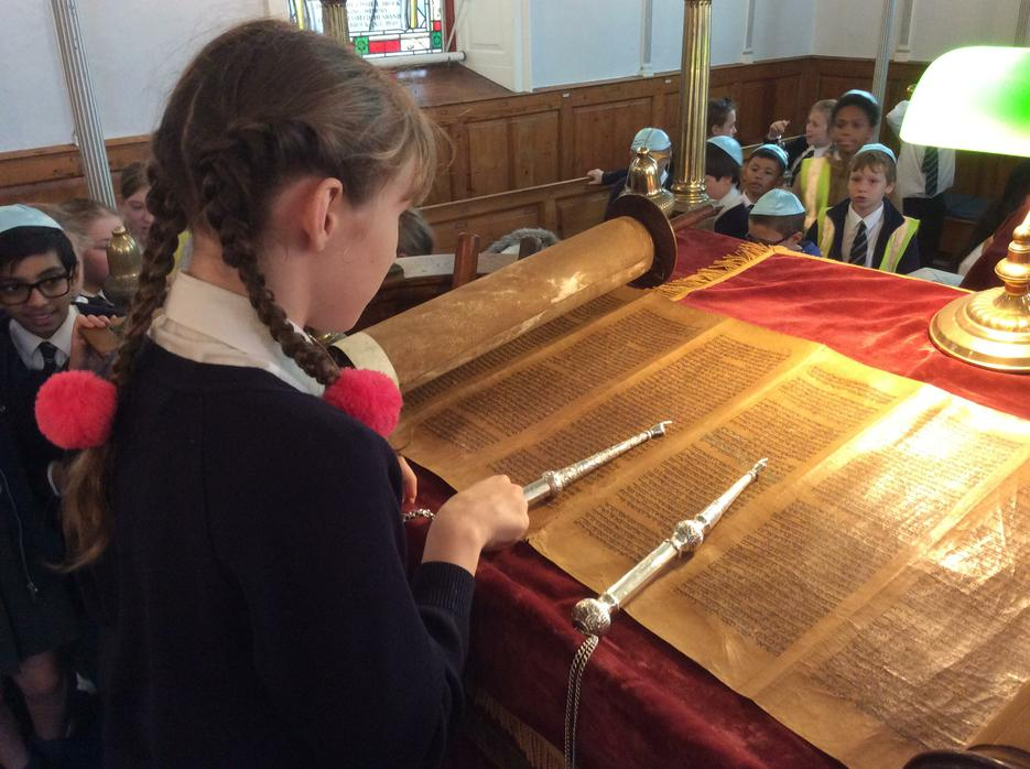 Reading the Torah with a yad.