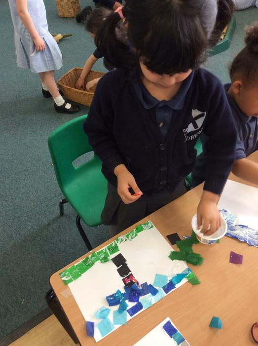 We can use tissue paper and glue!