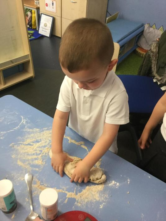 We kneaded the dough.