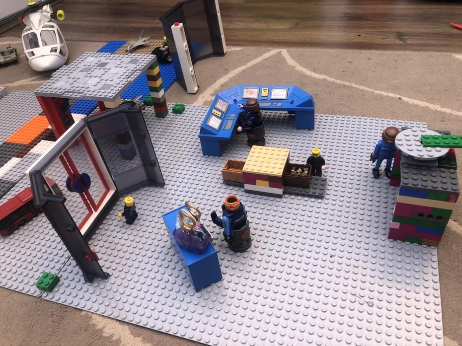 Frankie LEGO airport 2