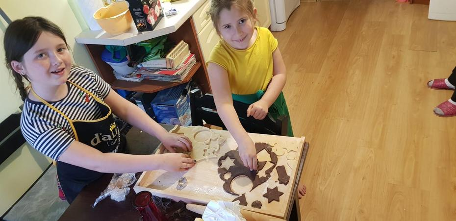 Zuzanna baking with her sister
