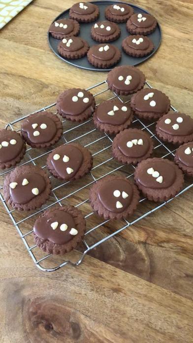Lola baking2