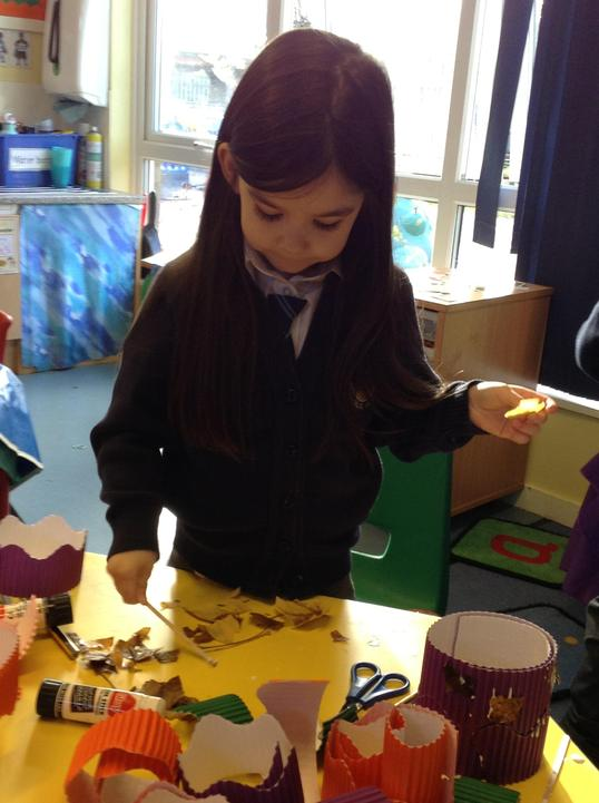 After going on an Autumn walk our Reception children collected leaves to make Leaf Hats.