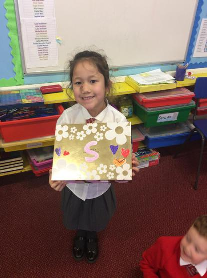 The big 'S' tells us this box is Sarina's!