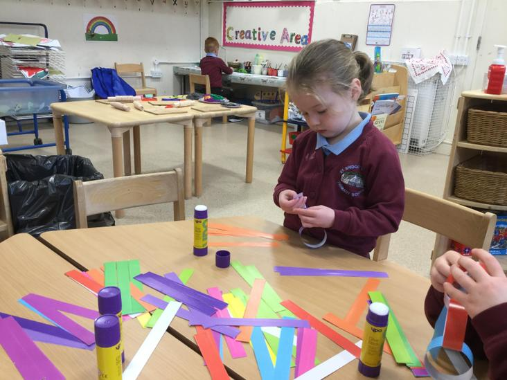 Paper chain repeating patterns