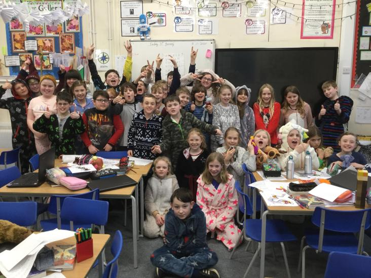 Class 4 looking a picture!
