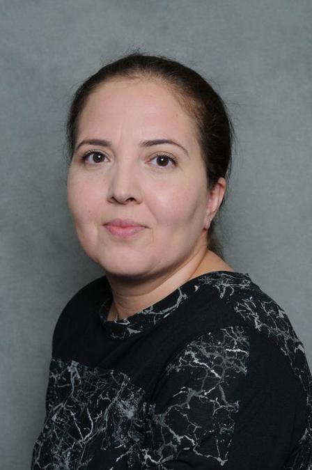 Mrs R Alfan-Ali: Lunchtime Supervisor