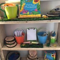 Mad About Minibeasts...storytelling shelves...