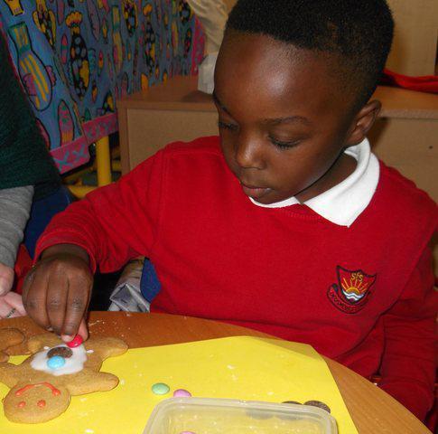 making & decorating gingerbread men!
