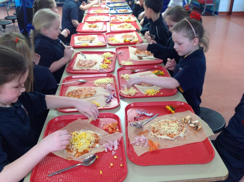 Carefully measuring the amount of each food in D&T