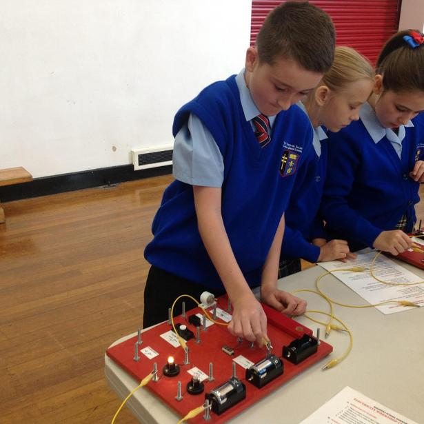 Creating series and parallel circuits