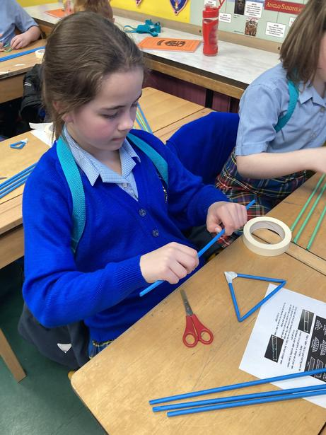 Using joining techniques to connect straws