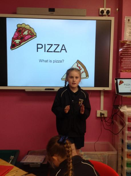 Explaining how to make a healthy pizza!