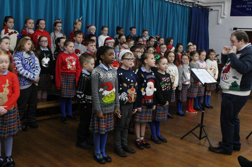 Some Y3 & Y4 pupils performing a solo