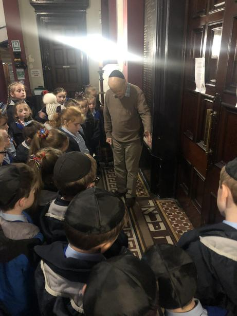 Learning more about the synagogue