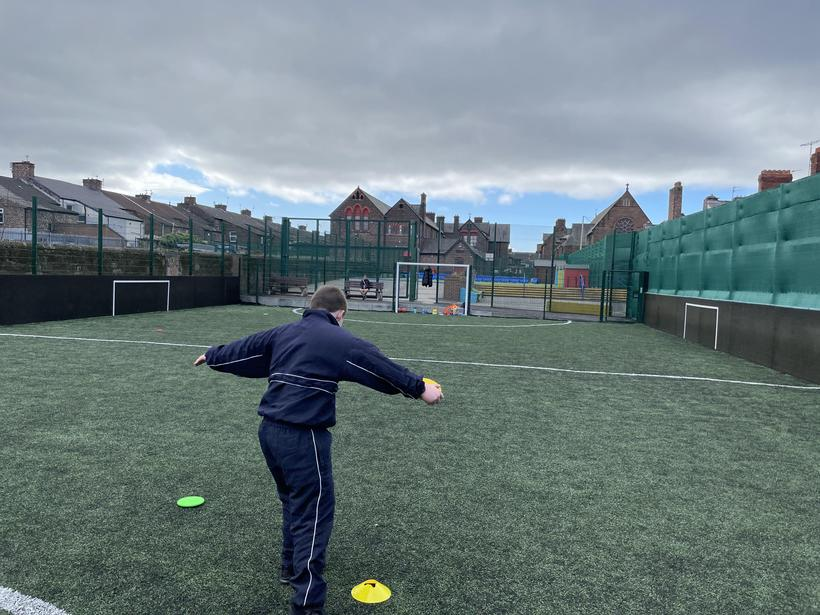 Aiming for distance with the throw