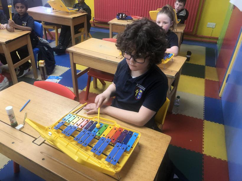 Learning the pitch of different keys on the glockenspiel