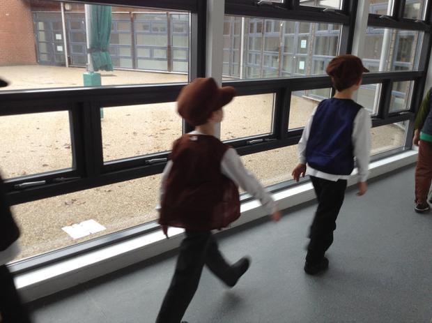 Walk smartly in the corridor!