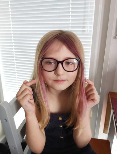 Eve's colourful hair!