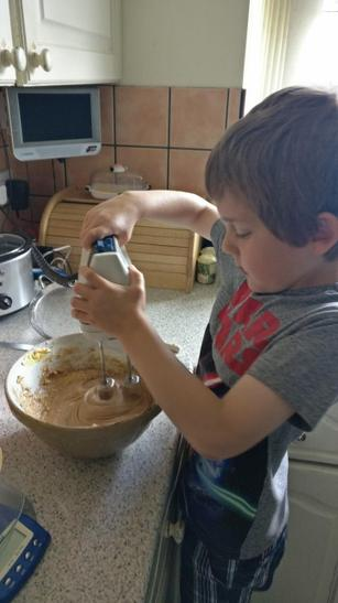 Alex is making a cake for VE Day