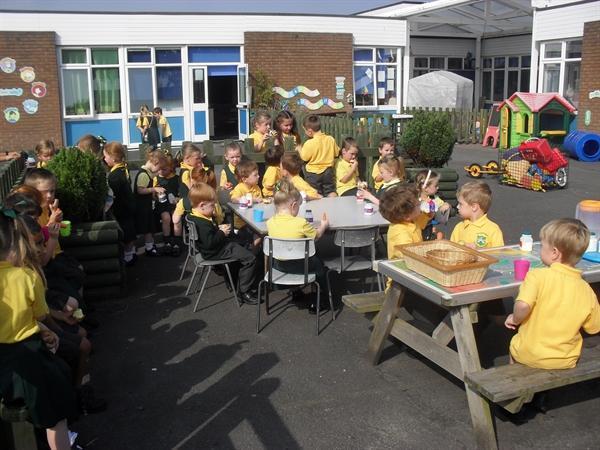Outdoor Snacktime at school