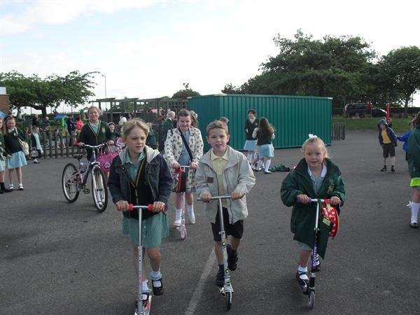 Mad Wabbit Day! Walk it, Bike it, Bus it to school