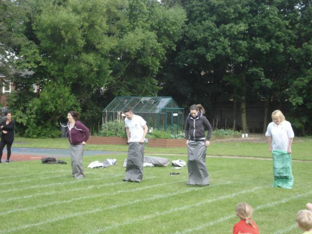 4 brave teachers took part in the staff race
