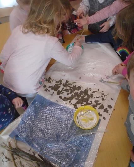 We made a 'Going on a bear hunt collage'.