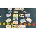 The children make Summer postcards