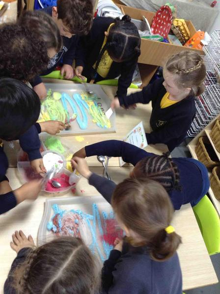 Mixing colours with shaving foam and powder paint