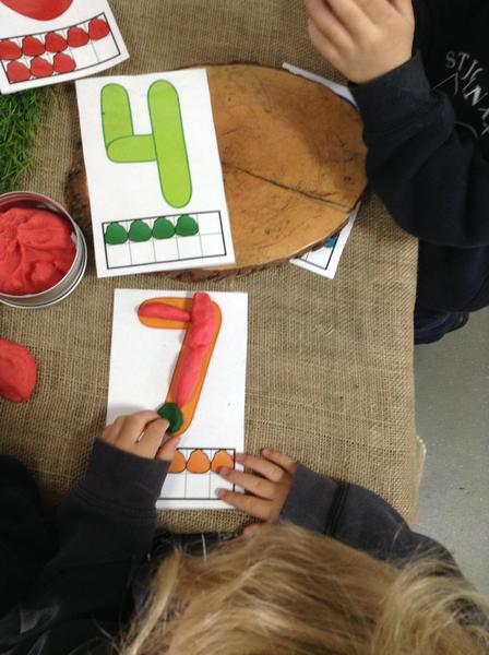 The children have been using playdough to create numerals.