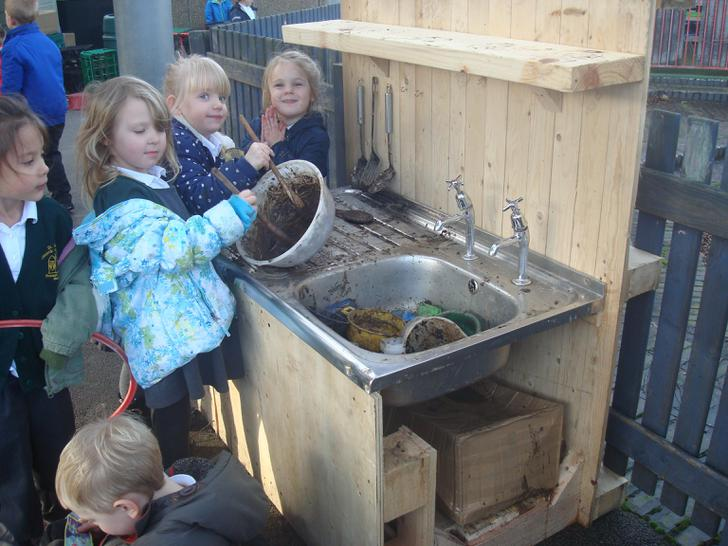 The children making mud recipes!